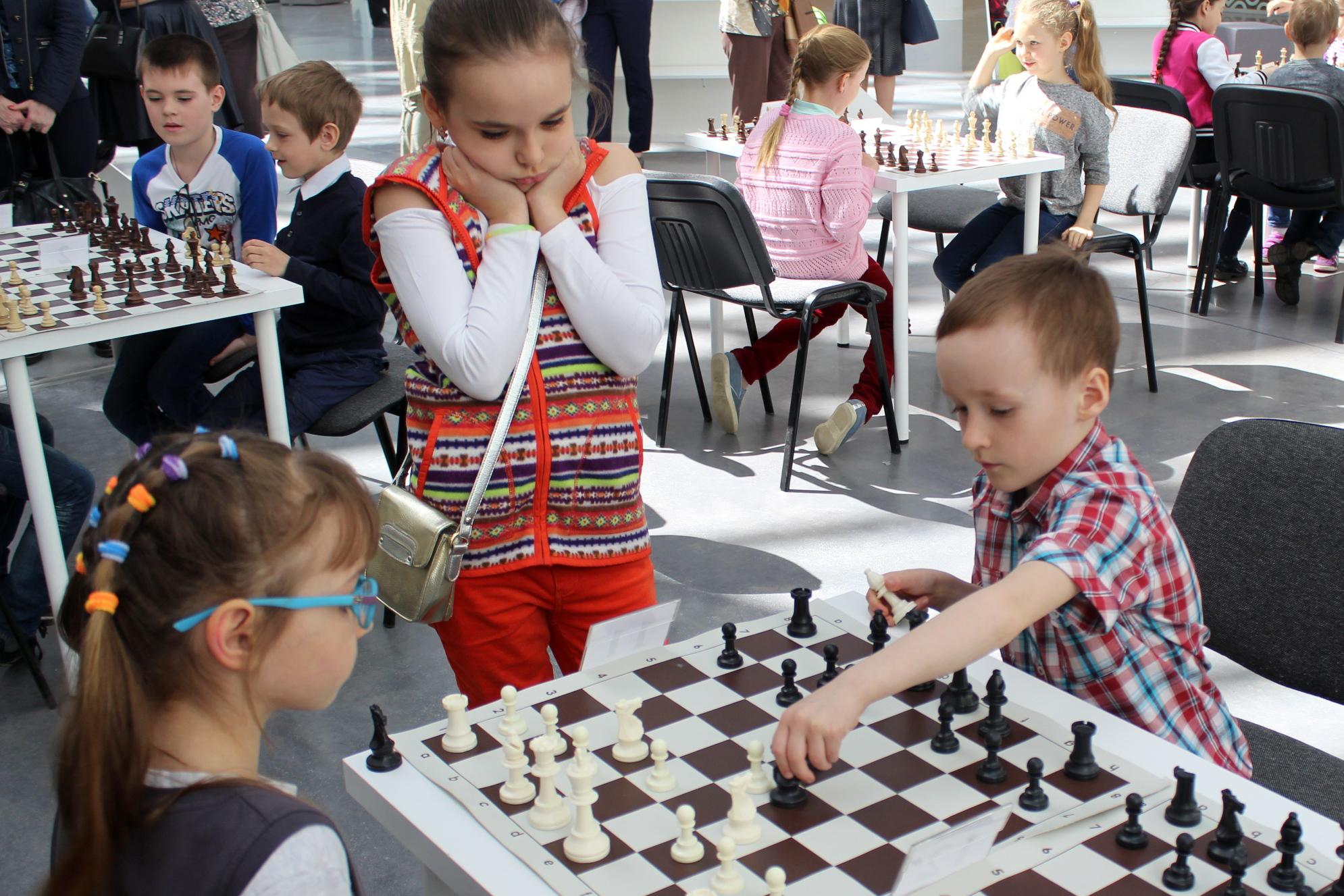живые шахматы играть бесплатно