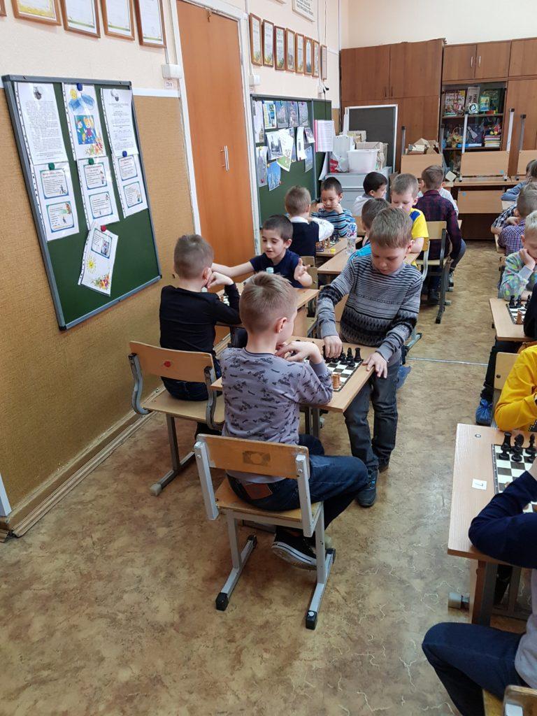 Как посадить шахматистов