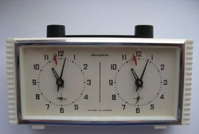 Часы шахматные янтарь механические
