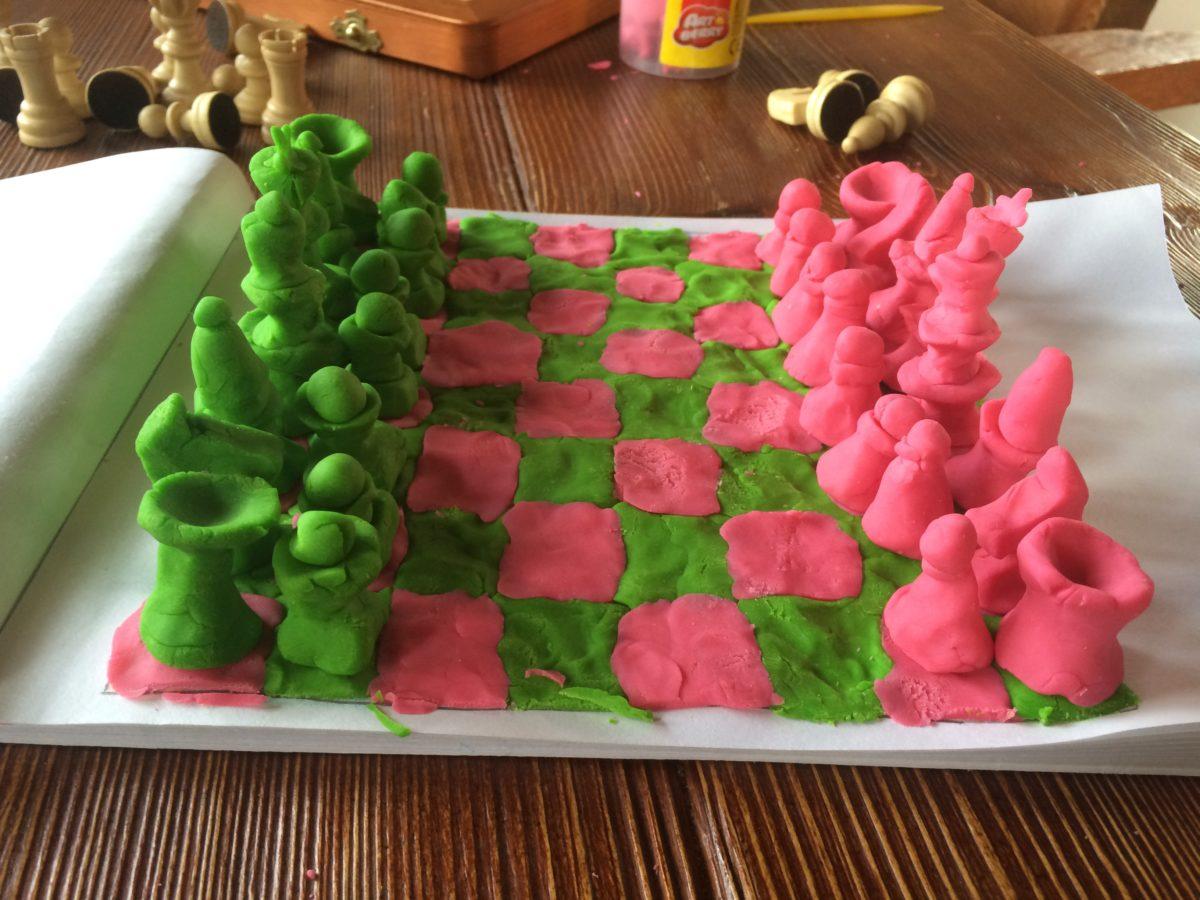 Шахматы из пластилина