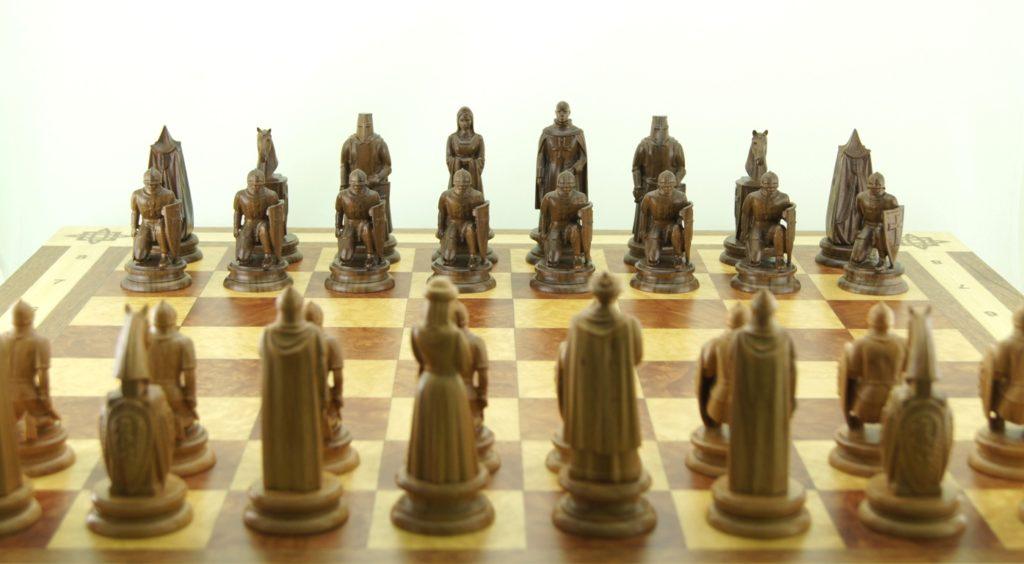 Деревянные шахматы купить дорого